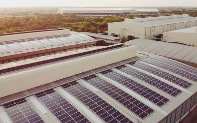 Armazém com painéis solares / Sustentabilidade na logística
