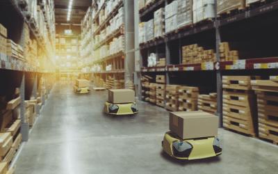 Inovação tecnológica / robot autonomo num armazém