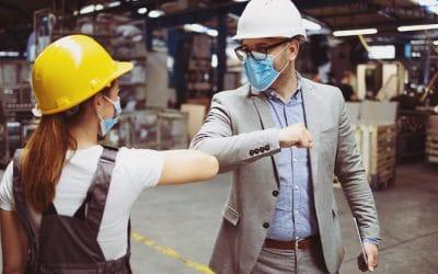Colaboração empresarial na supply chain: cumprimento entre dois colaboradores num armazém
